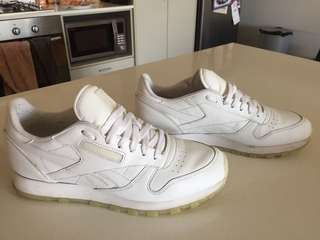 Men's white Reebok sneakers trainers
