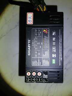 技嘉 ODIN 800W 強力電源供應器