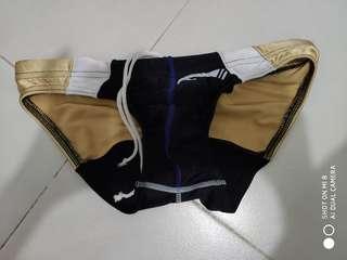 男裝黑×金小三角泳褲