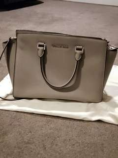 authentic Michael kors large selma bag in saffiano leather