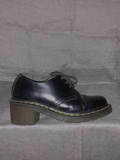 Pre-loved Dr. Martens Amory black shoes