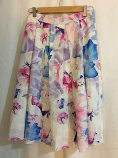 Showpo floral printed pleated skirt size 6