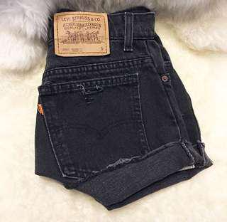 Levi's high waisted black denim shorts - excellent condition🌹 - size 8/10