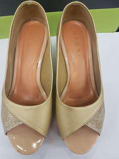Preloved Madre women shoe in gold colour #MyCybersales
