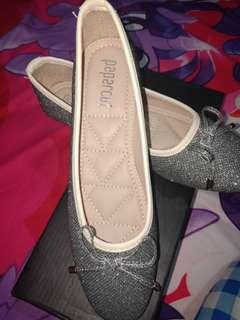 Flatshoes pita abu abu