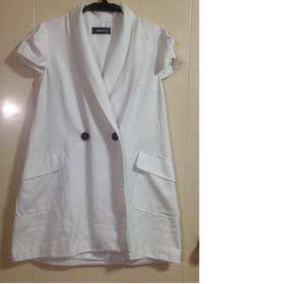 White short sleeve blazer