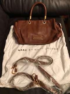 Marc by Marc Jacob handbag 啡色 100% real 只用過2次 配有全新孭帶同塵袋 $800