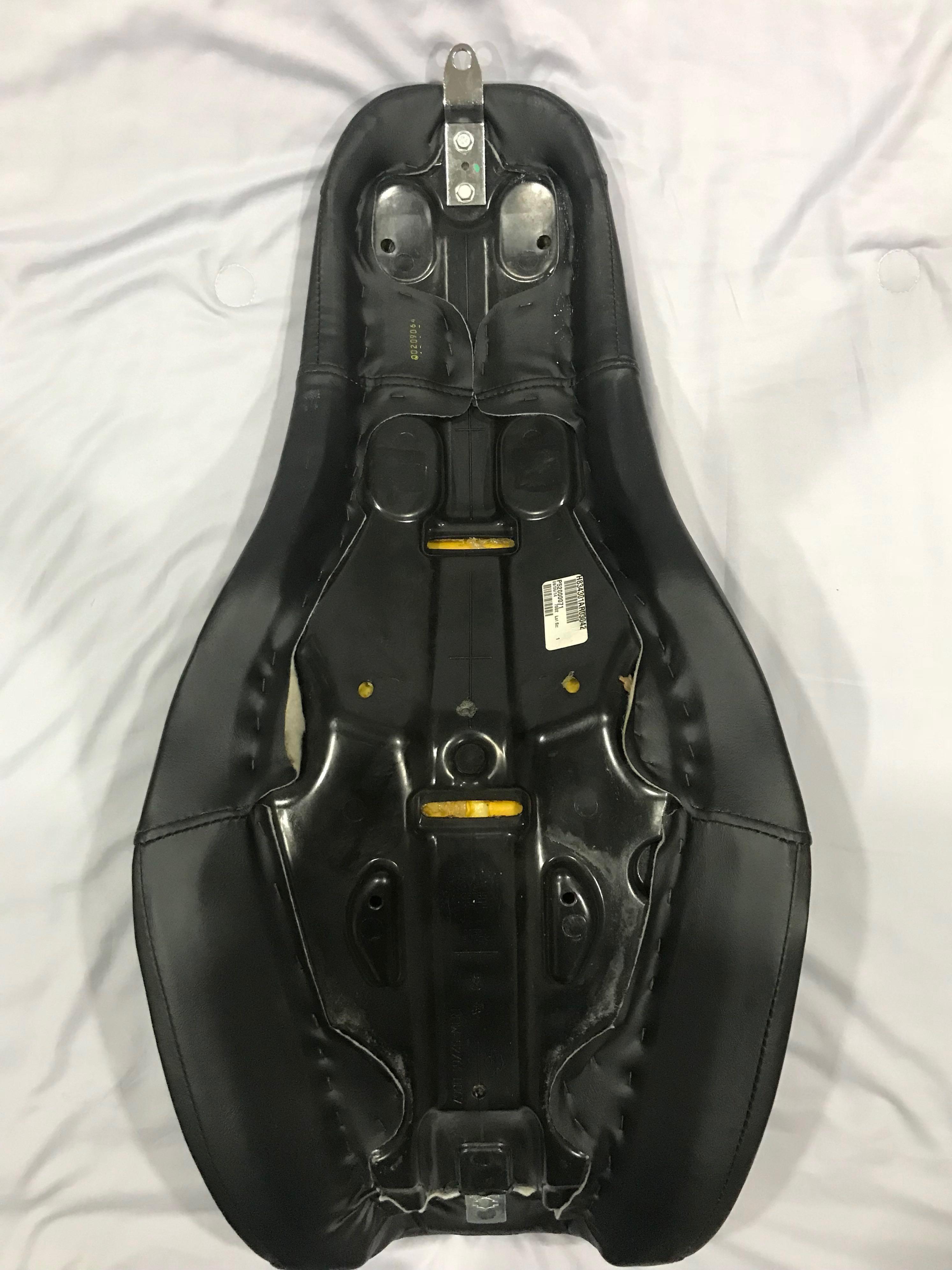 Badlander 2 Up Seat For Dyna Harley Davidson Motorbikes Motorbike Side Bag Japstyle Accessories On Carousell