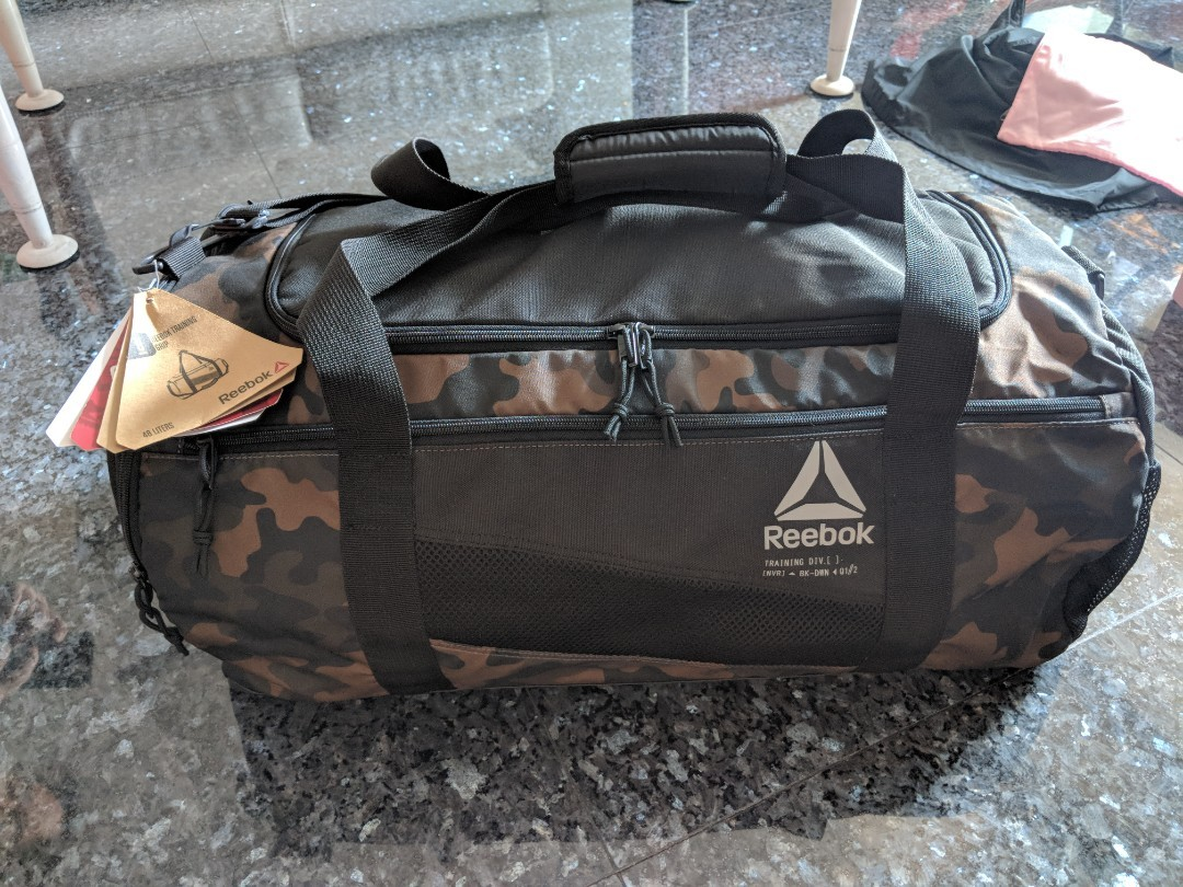 087c7a3476ab04 Duffel Bag Reebok ACTIVE ENHANCED GRAPHIC GRIP 48L  Good As New ...