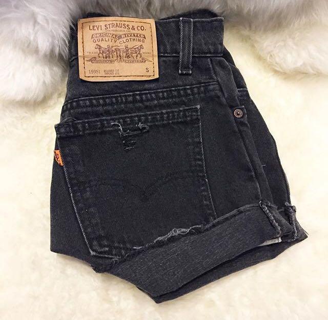 Levi's high waisted black denim shorts - excellent condition🌹 - size 8/10