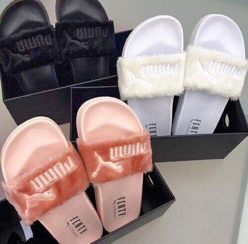 sale retailer b4f28 57c67 Puma X Rihanna Fenty Leadcat Fluffy Sliders, Women's Fashion ...