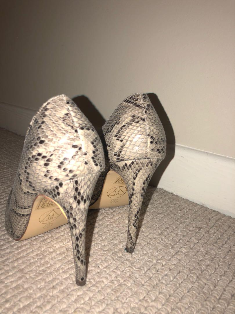 Women's pointed alligator Heels 6.5