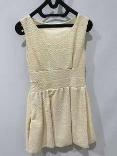 Dress kondangan warna broken white