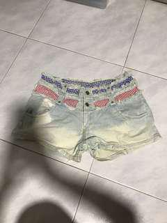 🚚 Free mailing! Ripped Frills America themed Denim Shorts