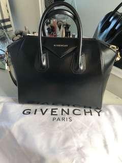 Medium Givenchy Antigona