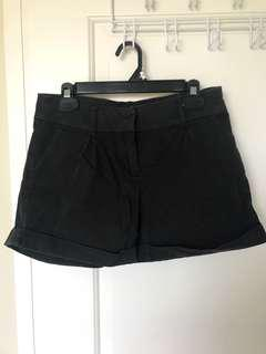 Black shorts with pockets