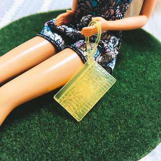 🚚 全新芭比娃娃時尚達人螢光黃信封包|Janet Style