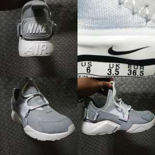 Authentic Huarache City Low in Gray/White