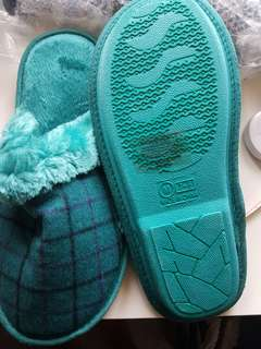 new never worn!  green plaid plush slippers