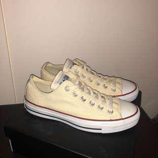 NEW Converse Low Top - Cream