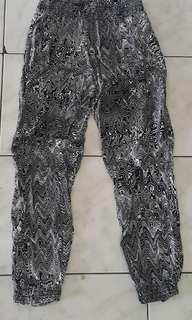 Black & white motif harlem pants import