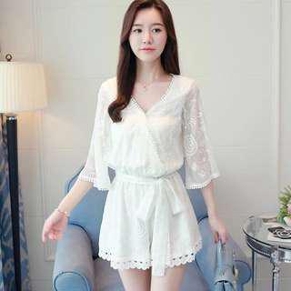 現貨 白色套装蝴蝶结收腰时尚气质V领蕾絲花邊高腰連體褲
