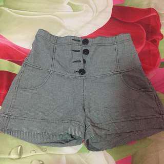 Celana pendekk