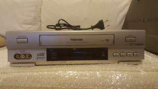 Toshiba VHS video tape player with remote
