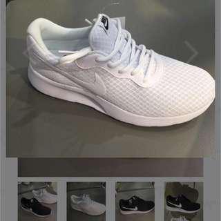 🚚 Nike 全白球鞋