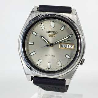 Vintage Seiko 5 Automatic 17 Jewels Mens Watch