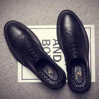 🚚 英倫黑色小皮鞋男士正裝布洛克雕花鞋
