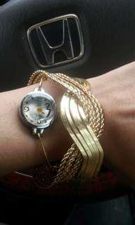 金色手鐲錶