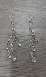 Sparly dangling earrings