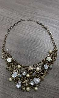 Chunky necklace with stones