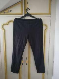 Uniqlo large black jeggings