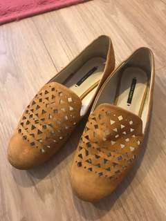 Preloved Zara mustard loafers size 35