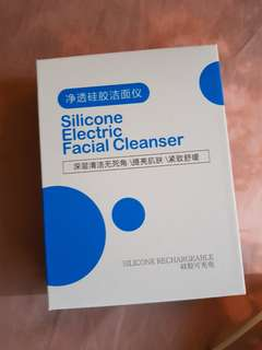Electronic silicone facial cleanser