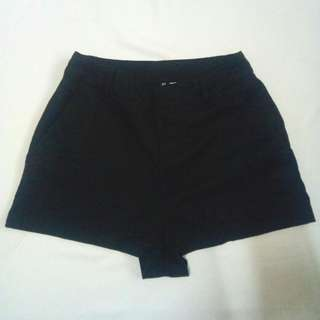 H&M Black Highwaist Shorts