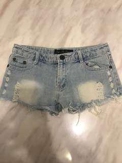 淺藍色牛仔短褲
