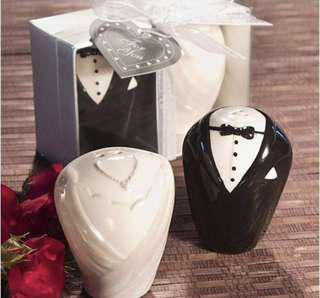 Wedding couple salt & pepper shaker set