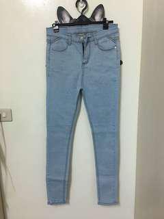 🚚 轉賣 水莎SWEESA 素面貼腿顯瘦牛仔褲 淺藍
