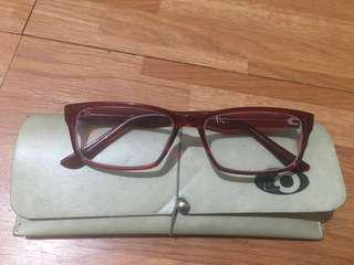 Fashionable reading eyeglasses