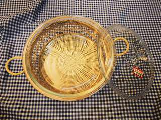 Pyrex round dish with basket
