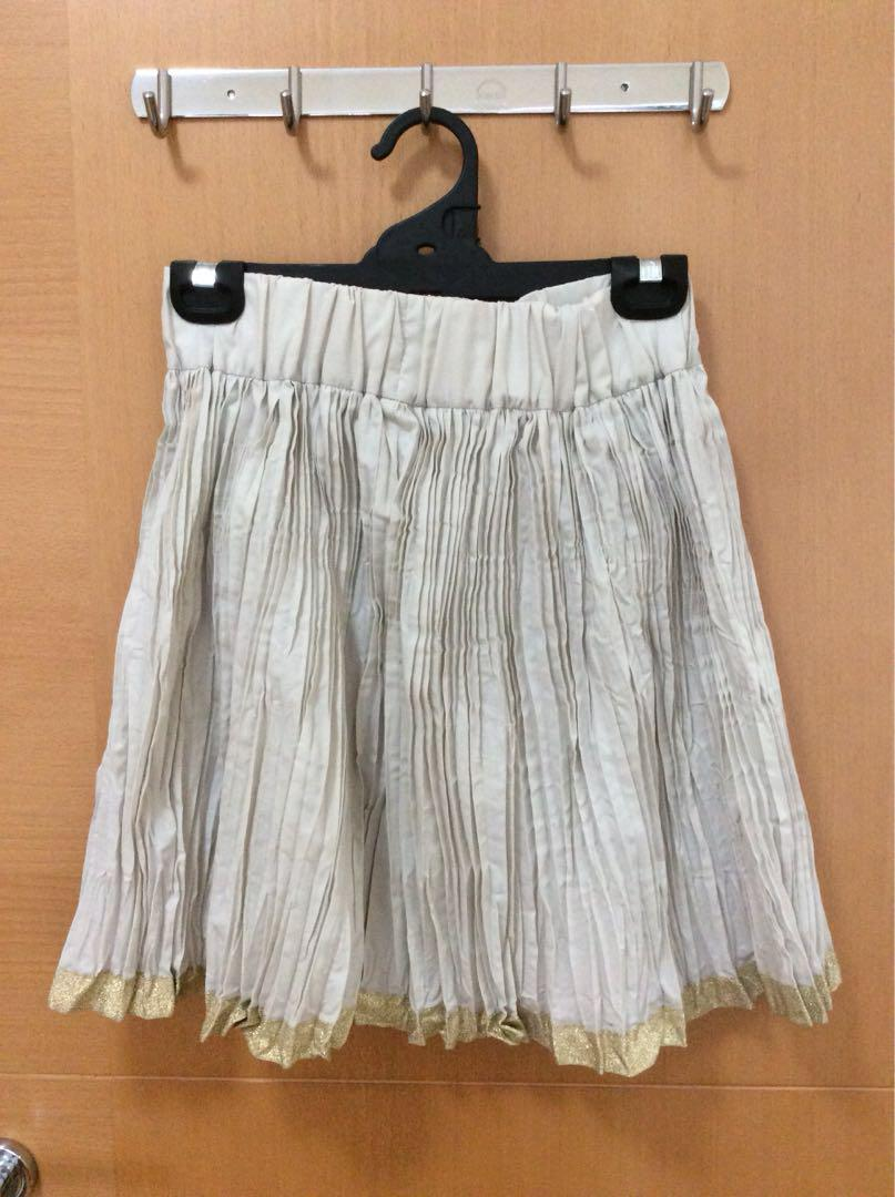 Earth Music Ecology size S pleated skirt (like new)