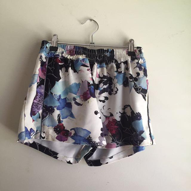 INDIKAH Floral High Waisted Shorts Size 8