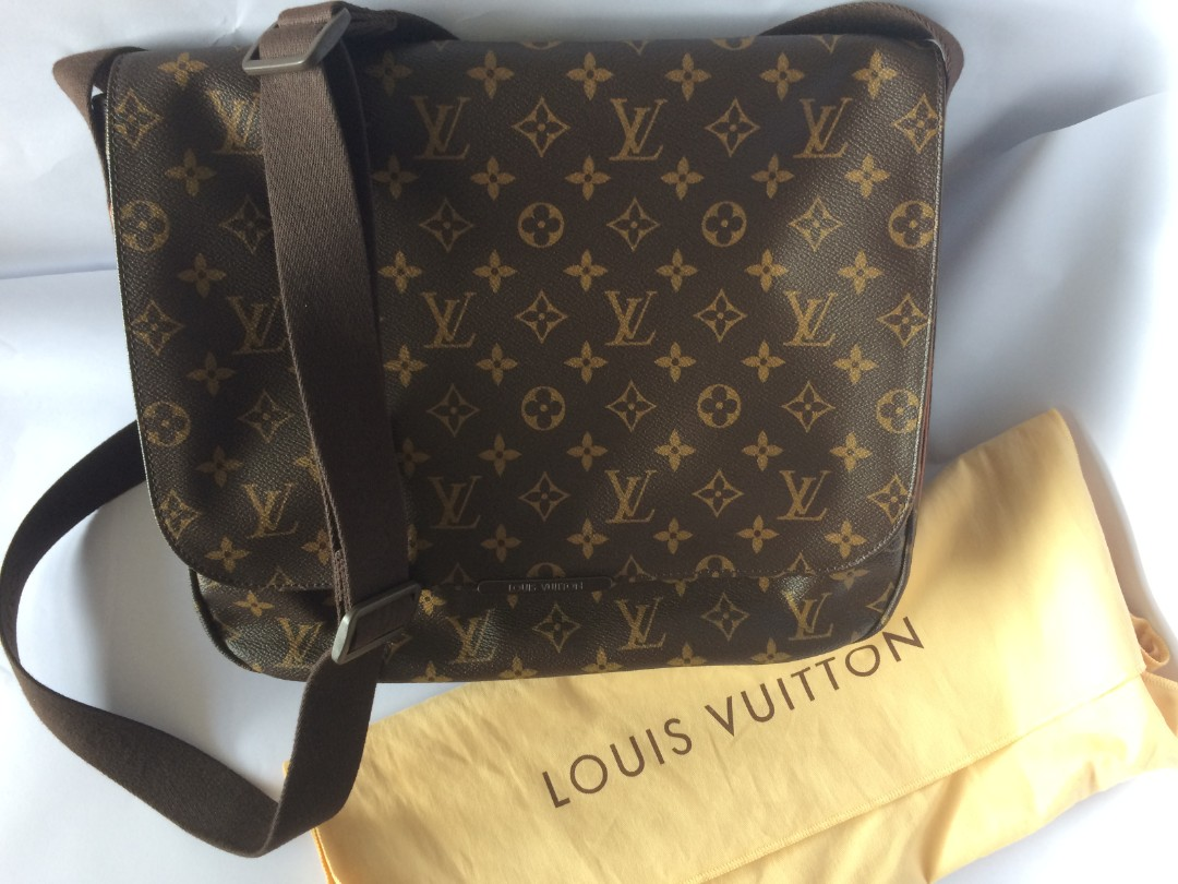 287e582d128 Pre loved Louis Vuitton Monogram Canvas Beaubourg MM Messenger Bag ...
