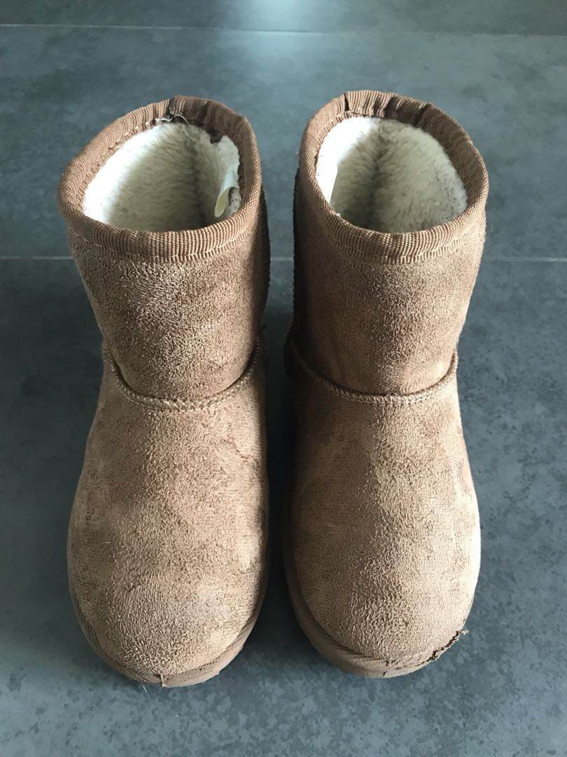 89fad507a84 Preloved UGG style kid winter boots