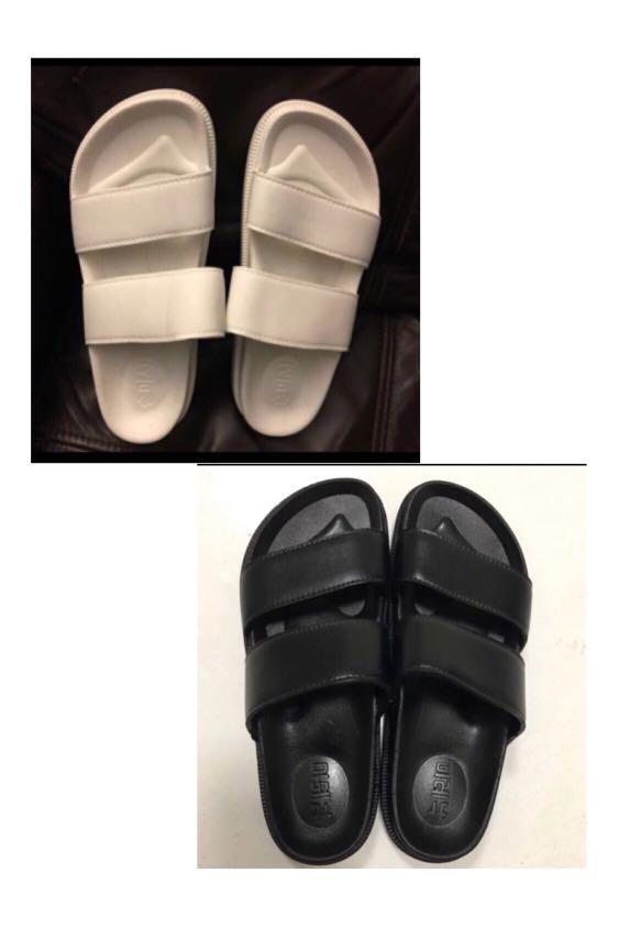 5522f048a41 White Black Slippers (Non Slippery)