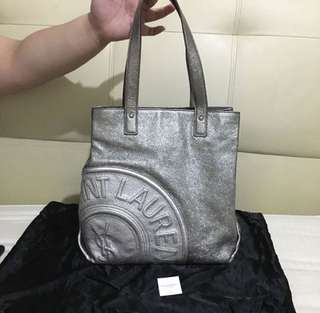 Yves Saint Laurent Tote Negotiable