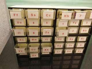 膠櫃仔(放首飾或细粒样品)共36個櫃仔